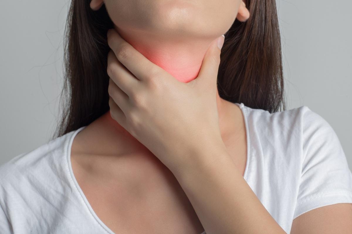 ¿Cuáles son los signos de alerta  ante un cáncer a la garganta?