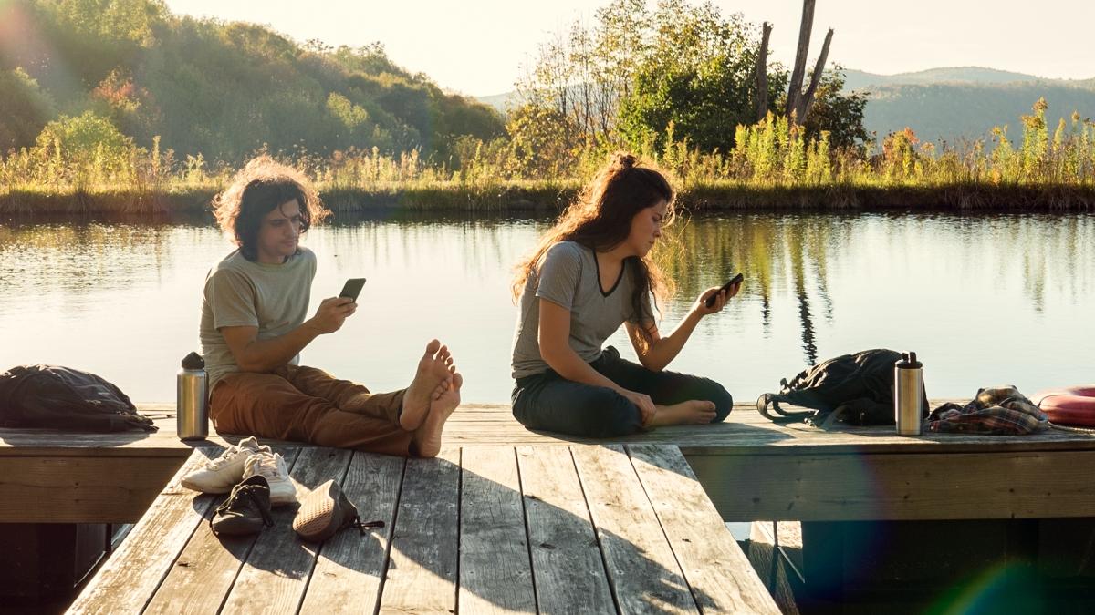 Adolescentes tienen el celular al alcance de su mano 12 horas por día