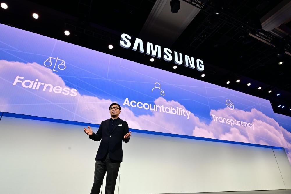 HS-Kim-President-and-CEO-of-Consumer-Electronics-Division-Samsung-Electronics-at-CES-2019-Samsung-Press-Conference-3 (1).jpg